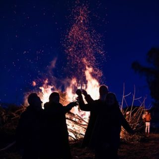 "Wassail with us | Don't miss out on tickets to our Orange Winter Fire Festival event ""Come wassailing with us"". Wassailing fun, a huge bonfire, fire pits, local food, wine and beer plus tunes from the soulful @luethajakmusic - all at the gorgeous Canobolas Dance Hall. To buy tix visit seesawwine.com @pioneerbrewing @canobolasdancehall @seesawwine @biteriot @visitnsw@orangensw @orange360_allyearround @visit_orange @centralnswtourism @tourismnsw #orangewinterfirefestival #wassailing #wassail #bonfire #unearthcentralnsw #organicwine #localbeer #youonlyliveonce"